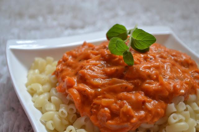 Kryddig morotssås med pasta