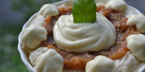 Tartelette med rabarberkompott och vaniljvisp