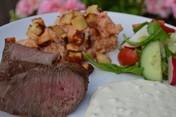 Tomat- och halloumiris med lammfilé och vitlökssås