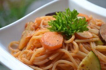 Vegetarisk pasta med gräddig tomatsås