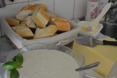Yoghurtsås med lime och honung