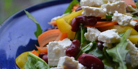 Sallad med kidneybönor och fetaost