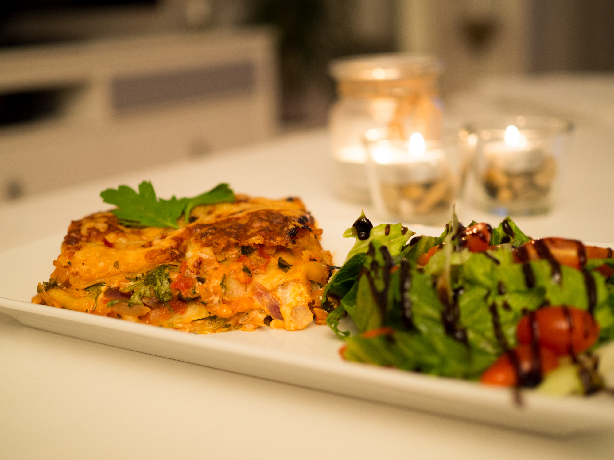 vegetarisk lasagne med röda linser