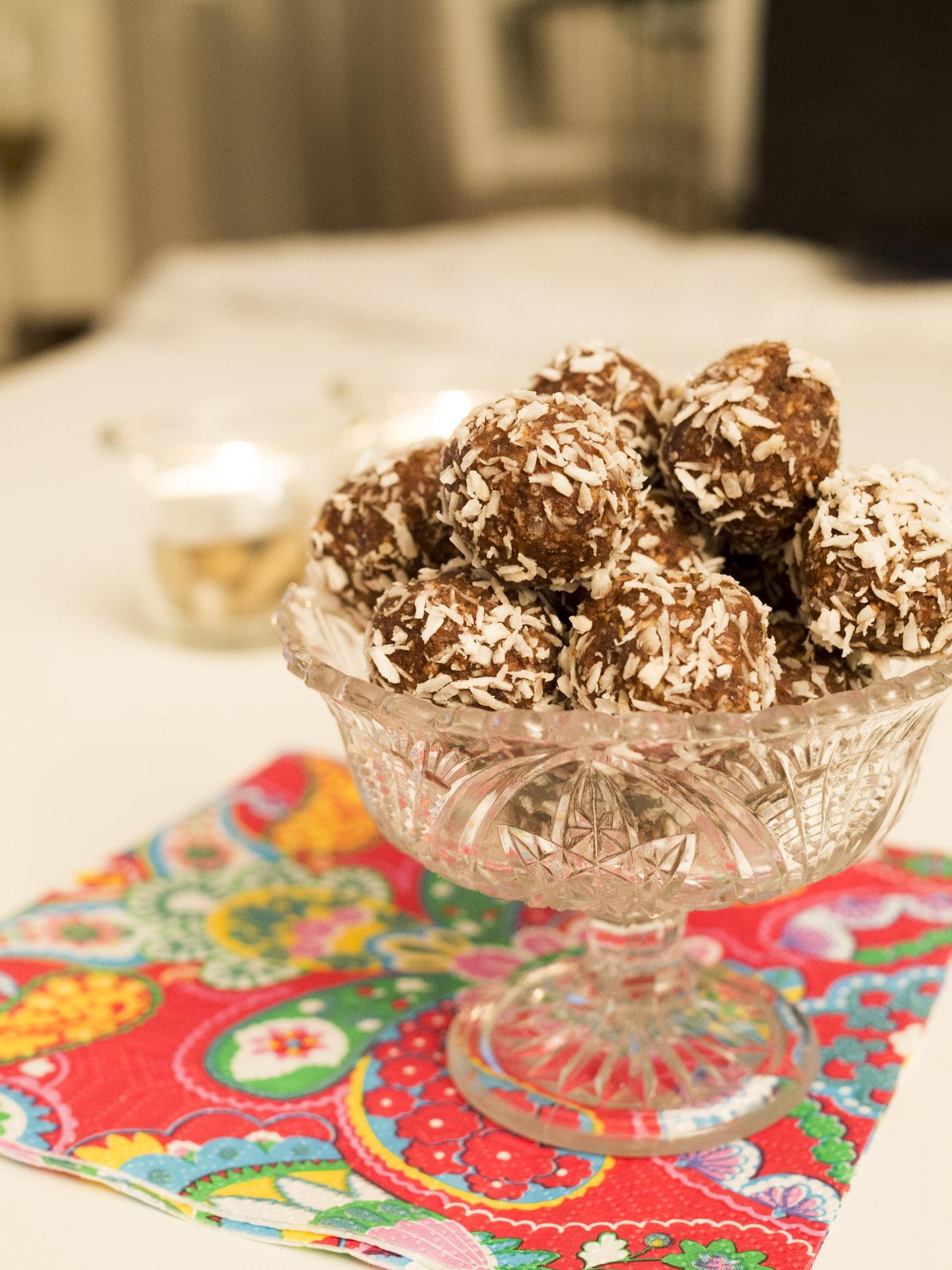 Raw chokladbollar med kardemumma