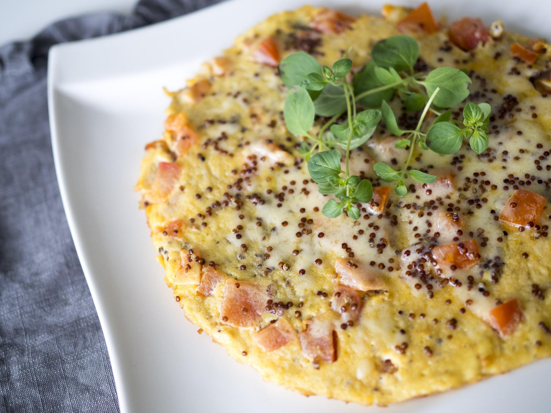 Mättande quinoaomelett med sriracha