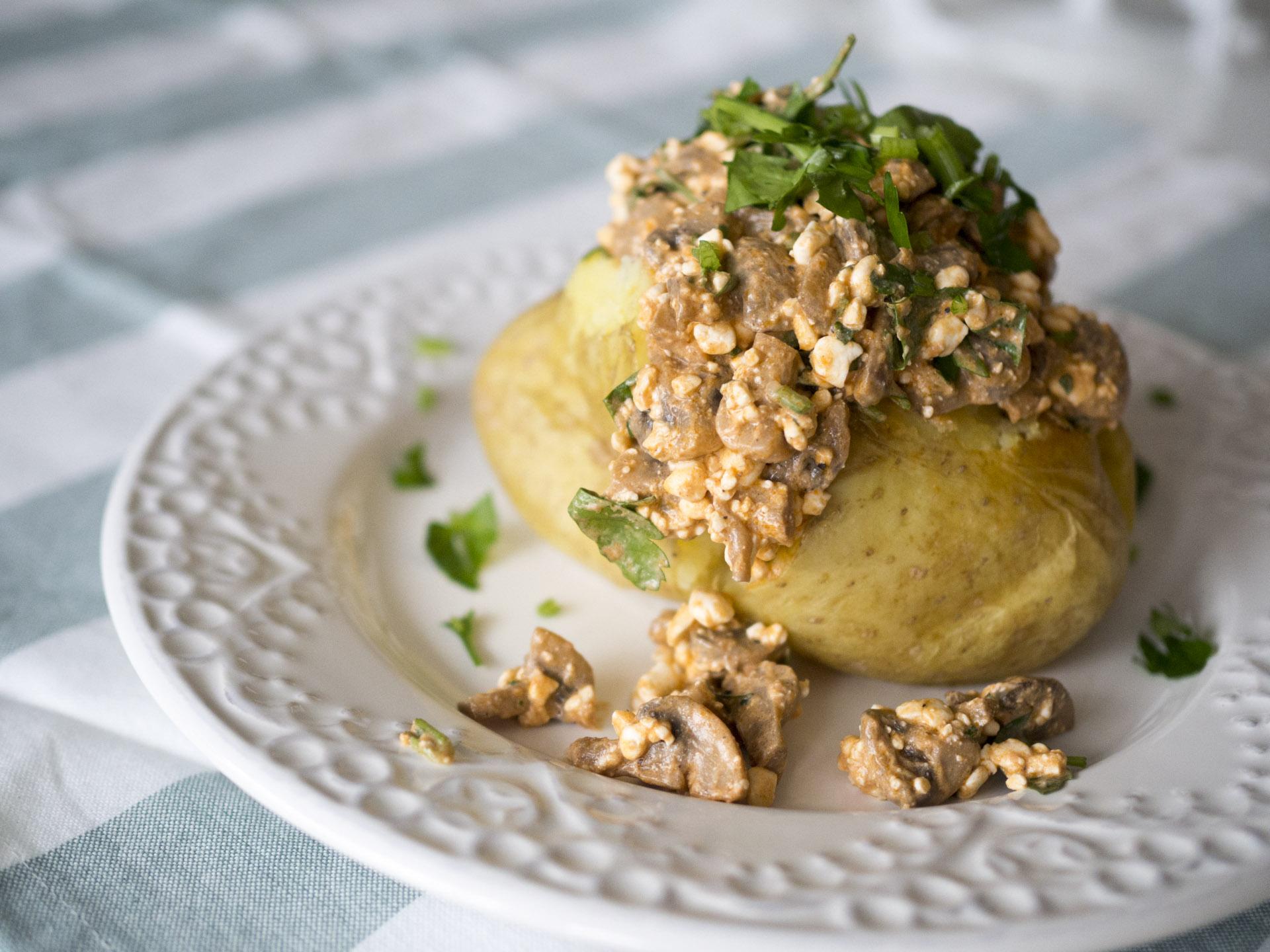 Bakad potatis med champinjonröra
