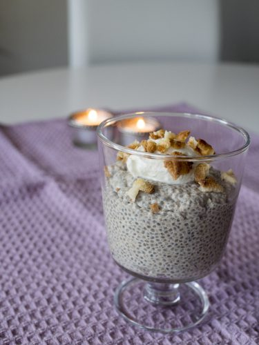 Vaniljchiapudding med kardemumma och rostad mandelmassa