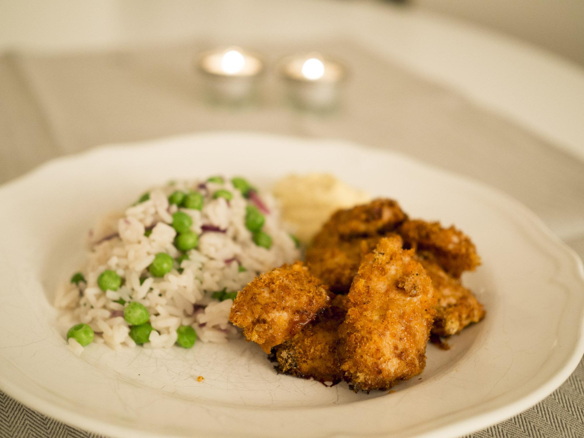 Chicken nuggets med currydip och grönsaksris