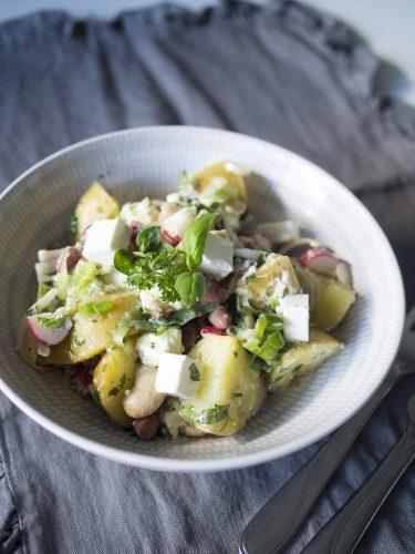 Potatissallad med bönor och yoghurtsås