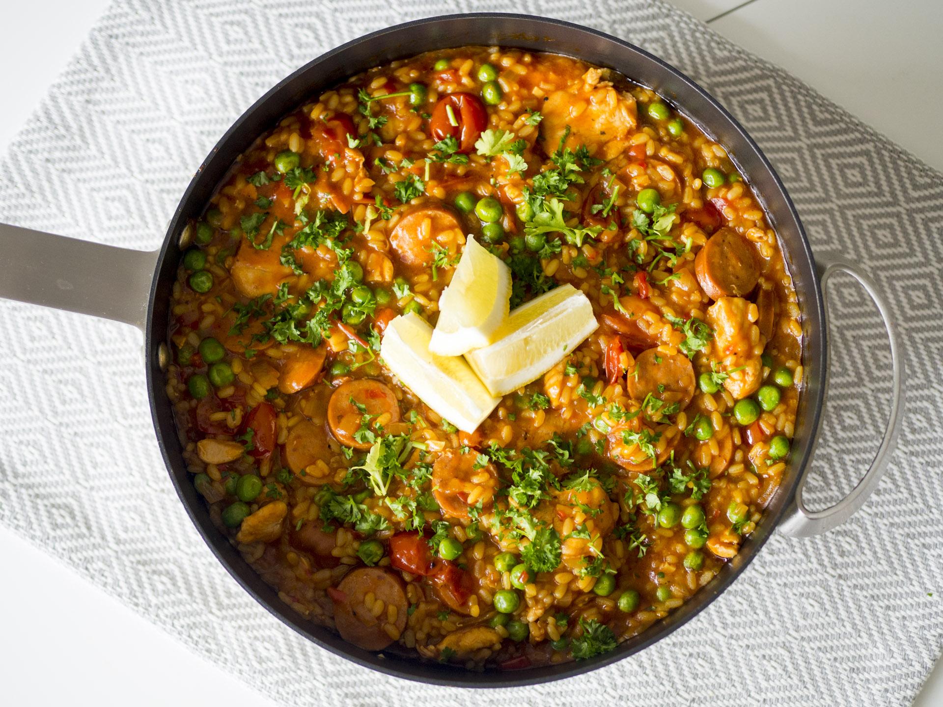 Paella med kyckling och chorizo