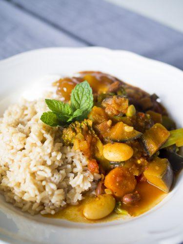 Böncurry med aubergine och broccoli