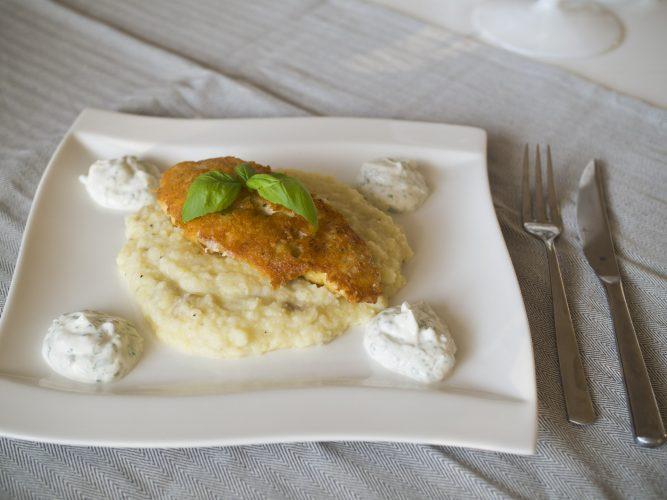 Parmesanpanerad kycklingfilé med potatis- och blomkålsmos