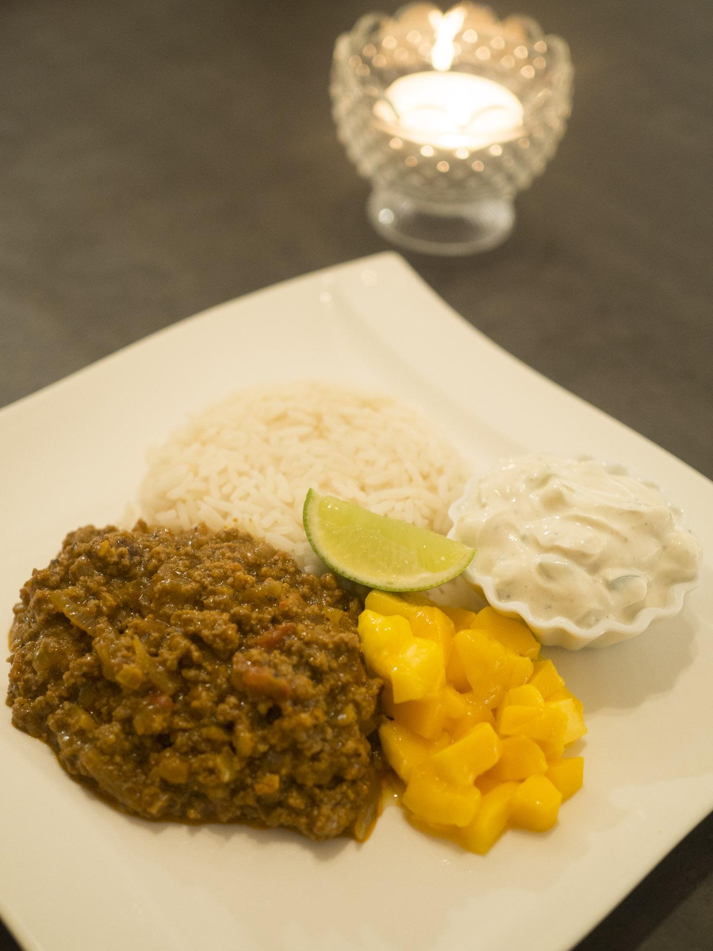 Indisk köttfärssås med ris och raita