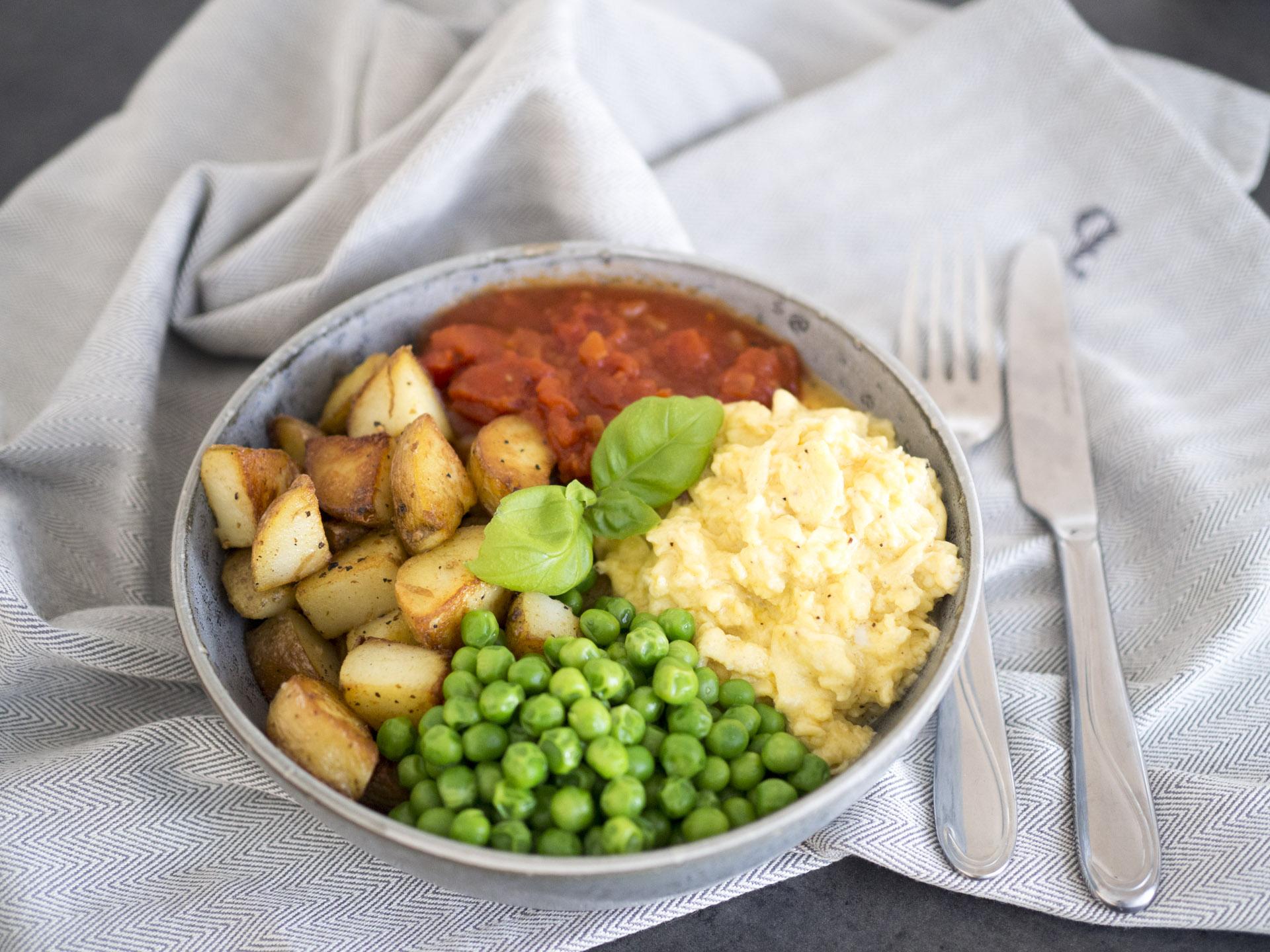 Äggrörebowl med stekt potatis