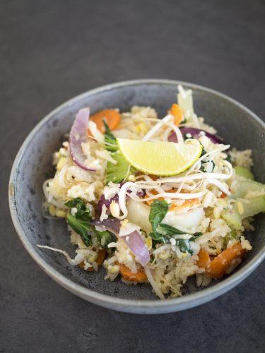 Fried rice med böngroddar och pak choi
