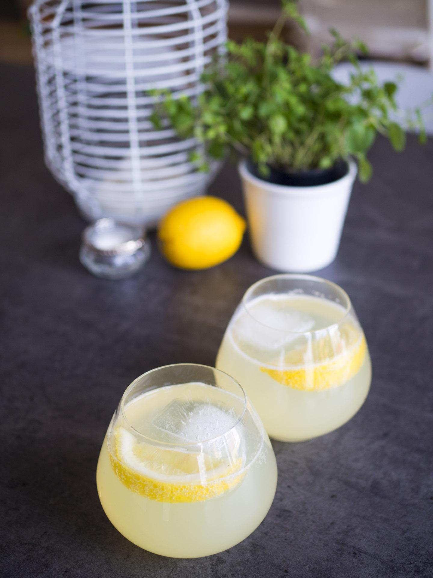 Syrlig lemonad med ingefära
