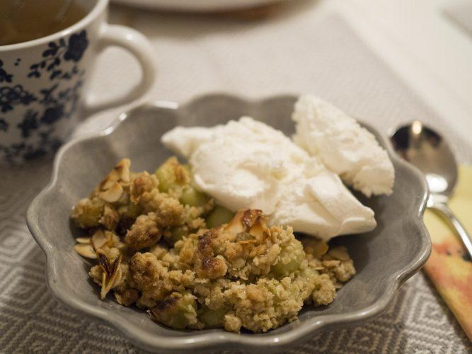 Krusbärspaj med kardemumma och mandel