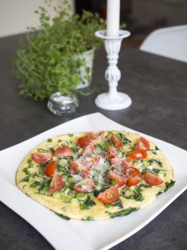 Spenatomelett med salladslök och parmesan