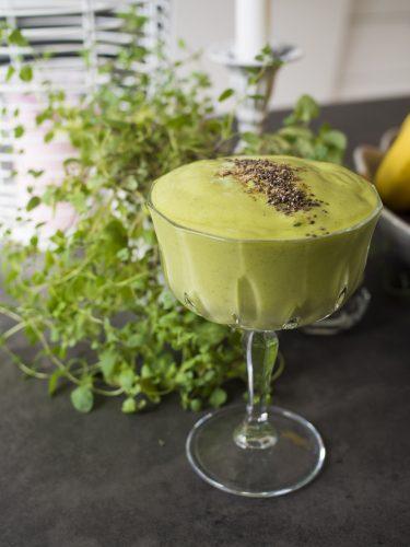 Grönkålssmoothie med mango och kardemumma