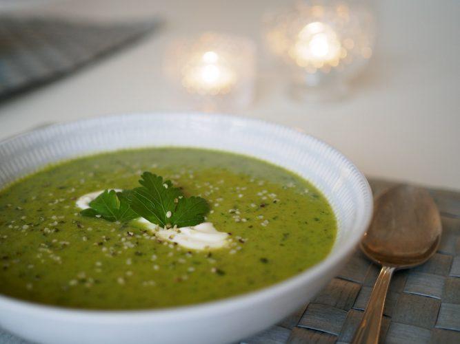 Grön supersoppa med wasabi