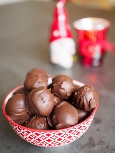 Kikärtstryfflar med mörk choklad