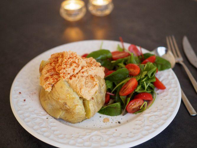 Bakad potatis med bönröra
