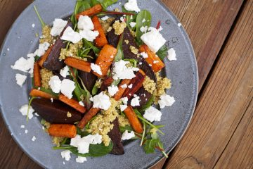 Quinoasallad med rödbetor, morötter och fetaost