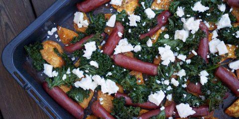Sötpotatis med lammkorv, grönkål och fetaost