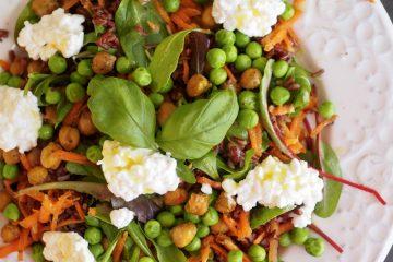 Sallad med rött ris och kryddrostade kikärter