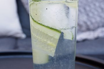 Gin tonic med gurka och svartpeppar