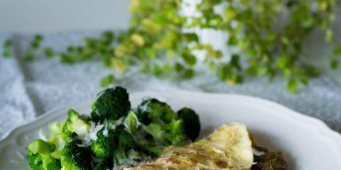 Champinjonomelett med broccoli och parmesan
