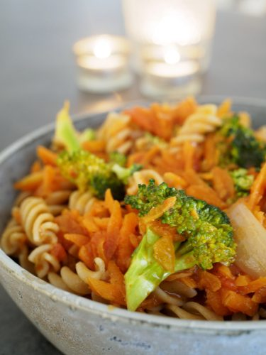 Asiatisk morotspasta med broccoli