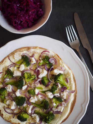 Tortillapizza med broccoli och fetaost