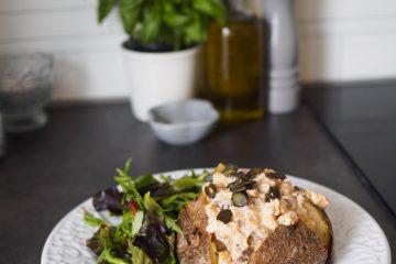 Bakad potatis med majs- och champinjonröra
