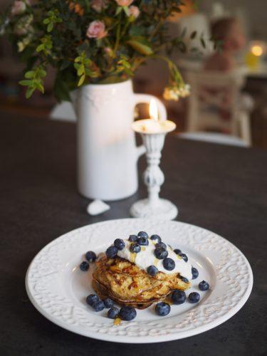 Kesoplättar med blåbär och kardemumma