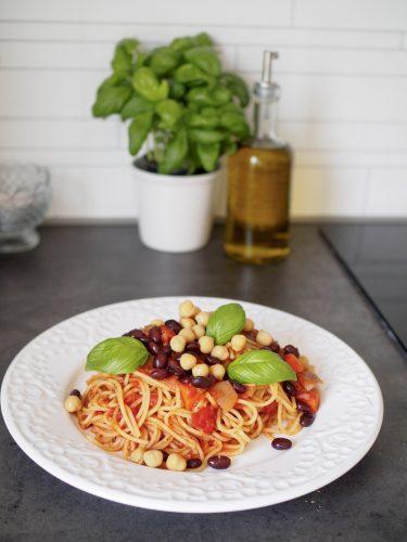 Ratatouille med spaghetti och bönor