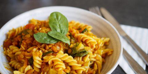 Morotspasta med linser och curry