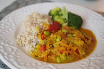 Vegetarisk currygryta med vitkål