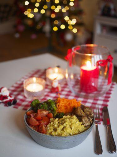 Äggrörebowl med kryddig broccoli och champinjoner
