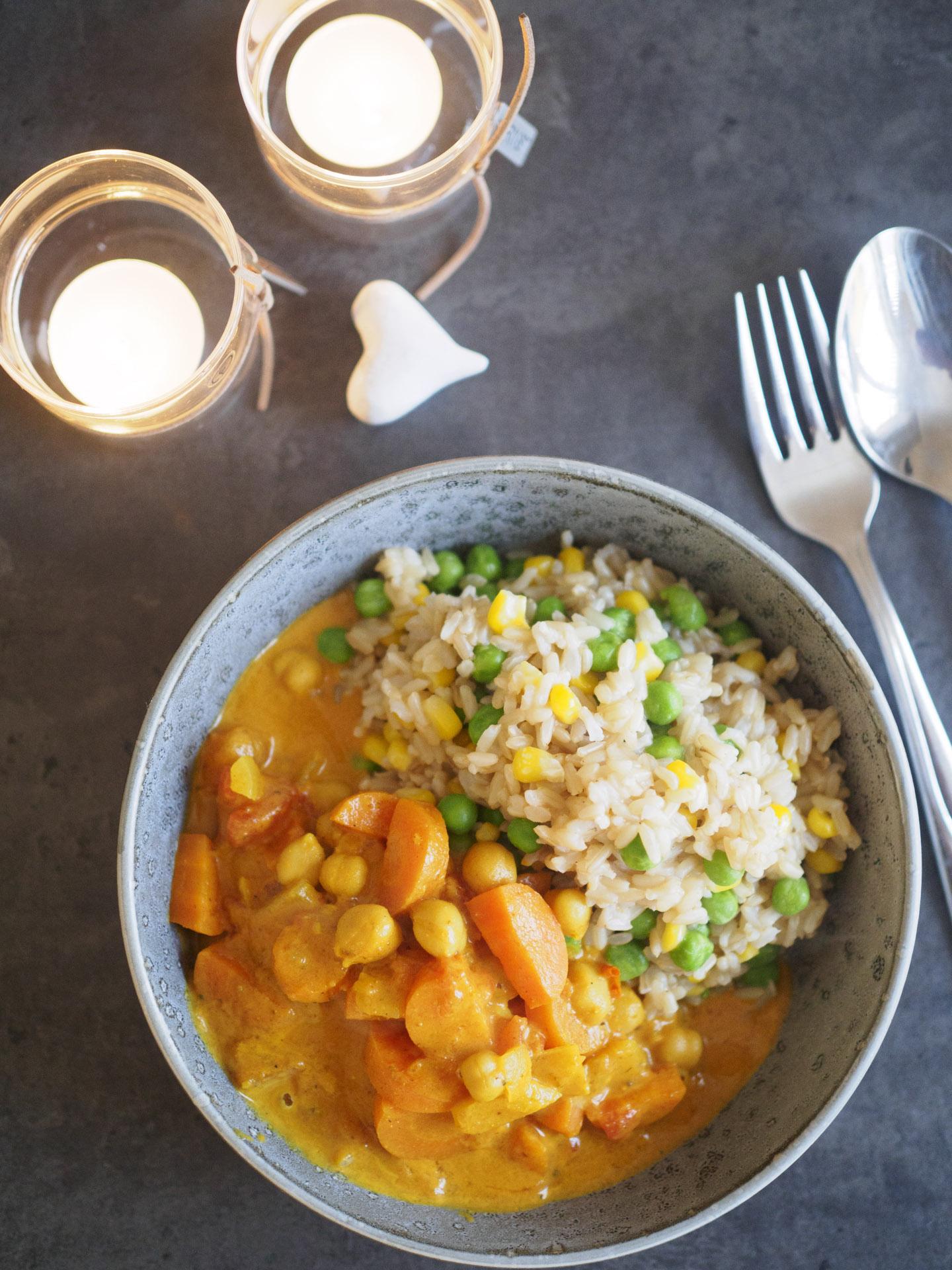 Kikärtscurry med grönsakris