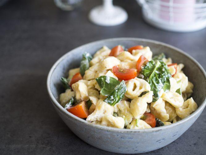 Snabb lunch - tortellini med spenat och färskost