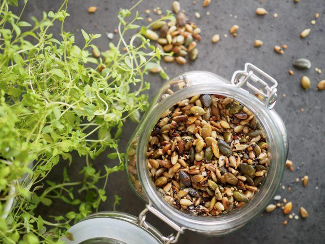 Stärka immunförsvaret - rostade salta frön