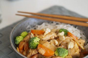 Kyckling röd curry med risnudlar
