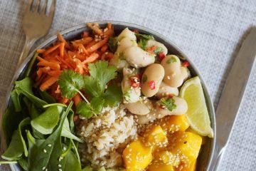 Asiatisk bowl med bönor och mango