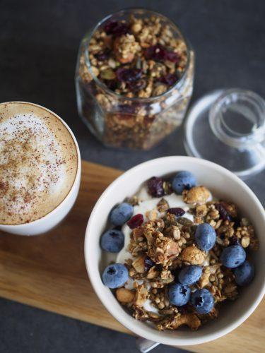 Egen granola - Granola med jordnötssmör och tranbär