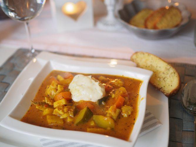 Smakrik fiskgryta med saffran och zucchini