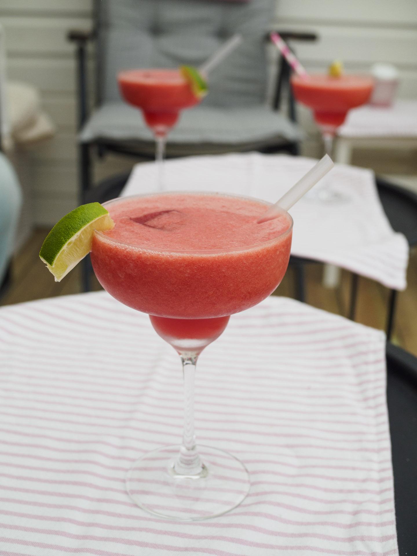 Vattenmelondrink med jordgubbar